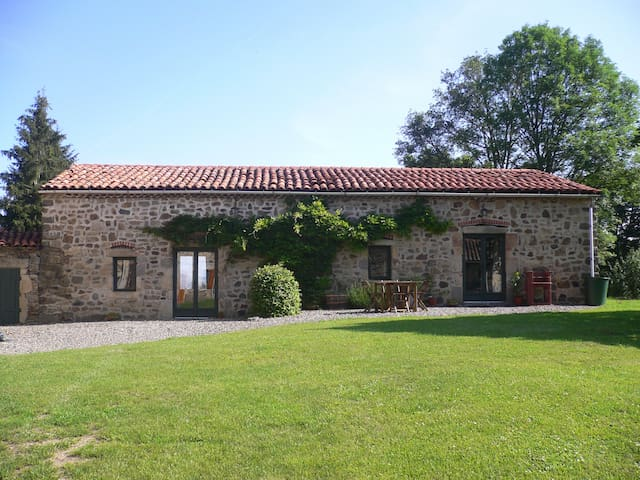 Beautiful gite for 6 + baby, stunning location. - Condat-lès-Montboissier - Rumah