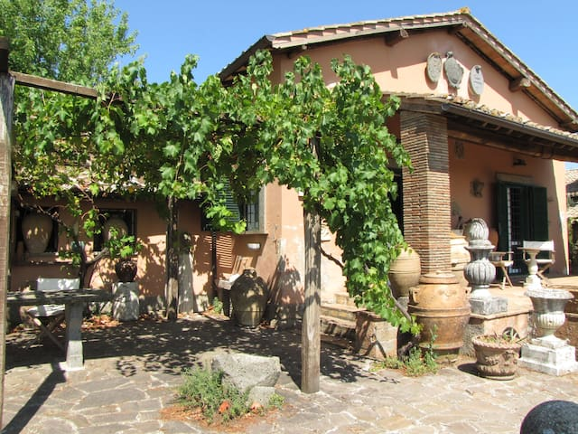 Charming cottage breathtaking views - Soriano Nel Cimino - Casa