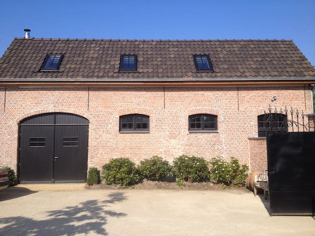 Beautiful restaured house from 1740 - Waasmunster - Casa