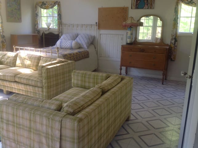 Charming home in private setting * - Oldwick - Haus