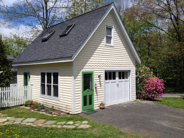 Jacobs Ave Cottage- In Town - Camden - Huis