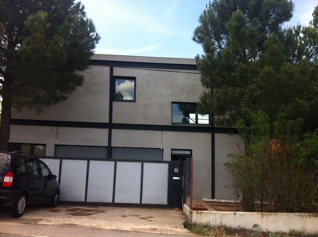 Casa moderna en el campo - Castellanos de Villiquera