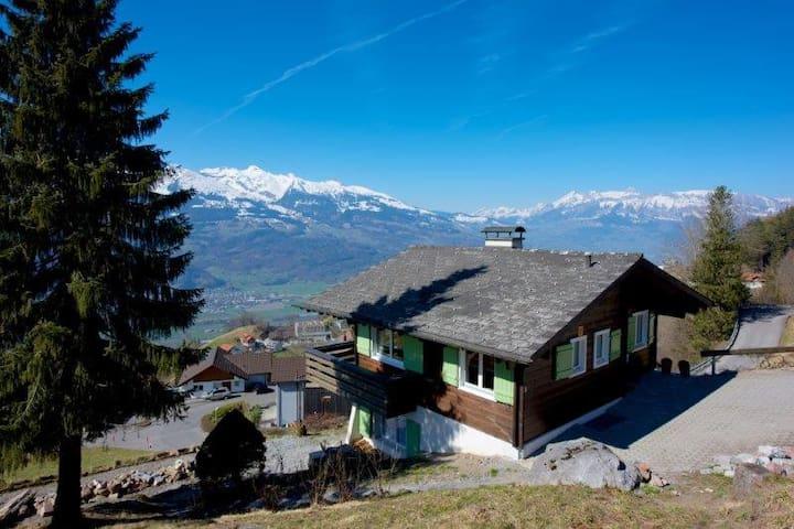 Chalet Panorma 180° - Triesenberg - Dom