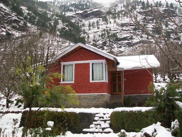 A beautiful cottage Near Manali - Katrain - Huis