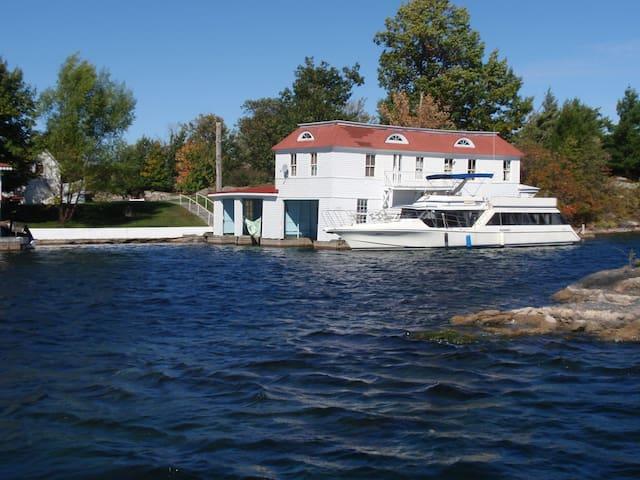 Island Boathouse Apartment & Dock - Alexandria Bay - 島嶼