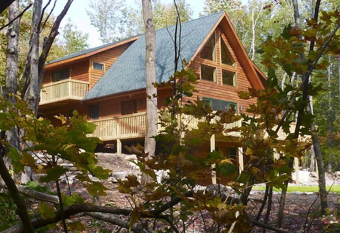 Secluded, Elegant Waterfront Chalet - Wilmington