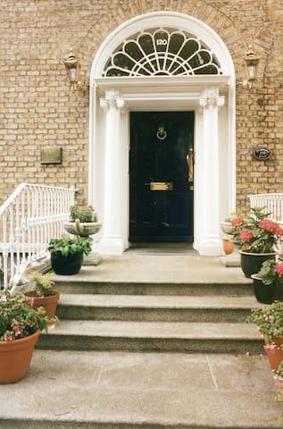 A Town House Suite on Pembroke Road - บอลส์บริดจ์ - อพาร์ทเมนท์