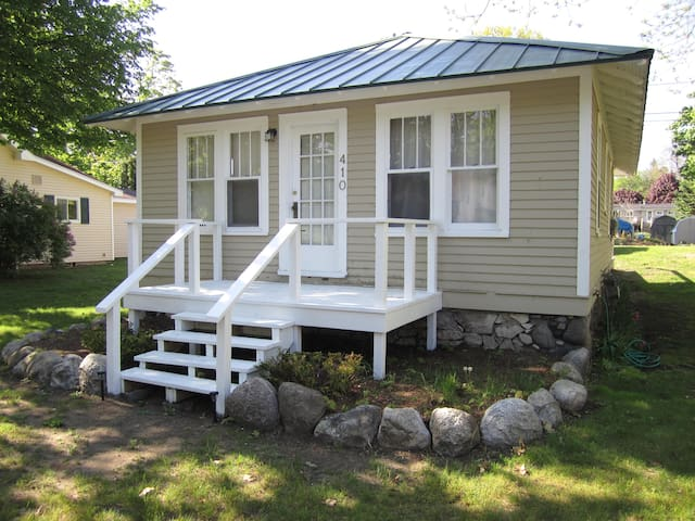 Cottage Steps to the Beach & Retail - Charlevoix