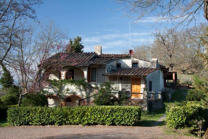 Appartamento in casa colonica con giardino - Dicomano - Lägenhet