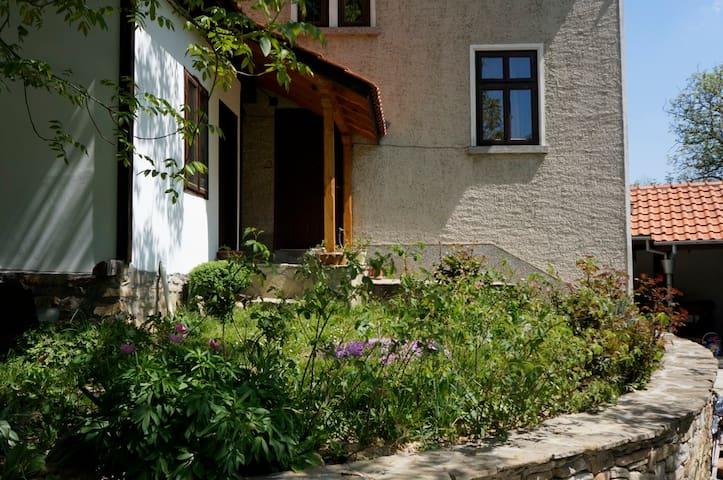 Rural house Pepeliana Bozhentsi - Sabotkovtsi - Huis