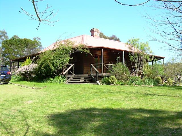 Historic Scotts Hut c1872 rural retreat - Wyndham
