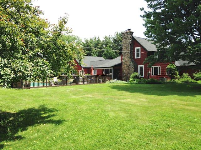 Lovely Restored 100 Year Old Farm - West Falls - Bed & Breakfast