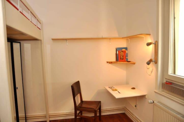 Privatzimmer in Esslingen - Esslingen - Leilighet