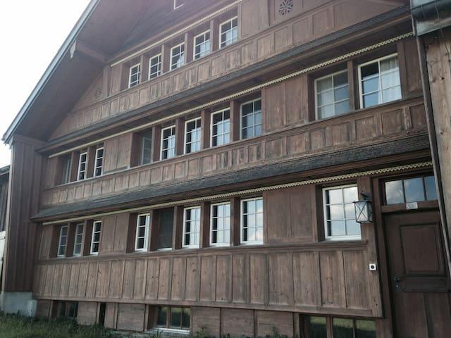 Tolles Bauernhaus mit Aussicht - Schwellbrunn - 獨棟