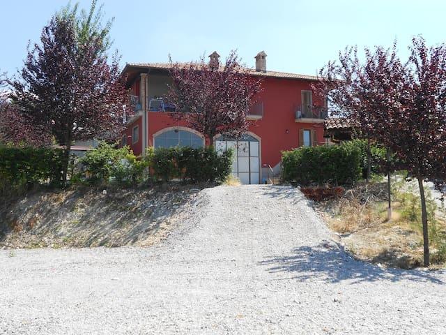 Agriturismo con appartamento - Farigliano - Departamento