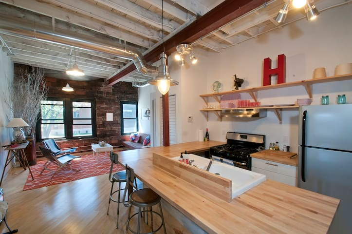 2BR Apt in the Heart of Hingetown - Cleveland