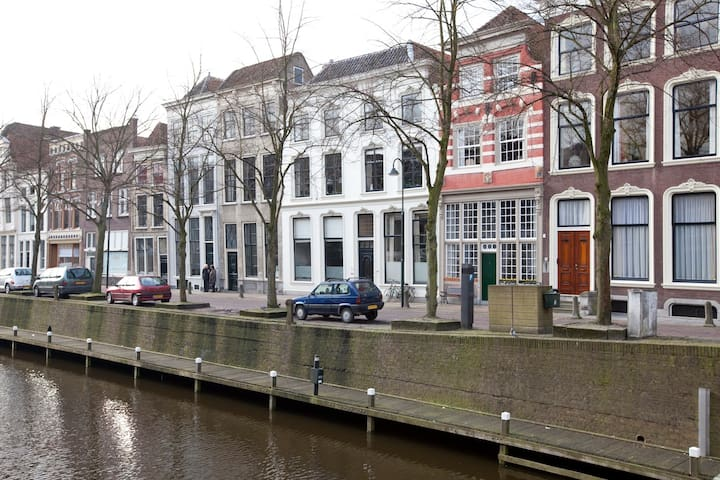Great historic canal house - Gouda