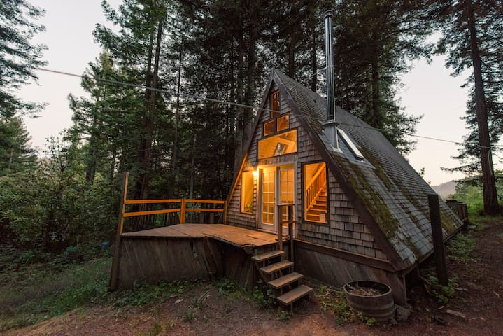 Cozy A-Frame Cabin in the Redwoods - Cazadero - Ev
