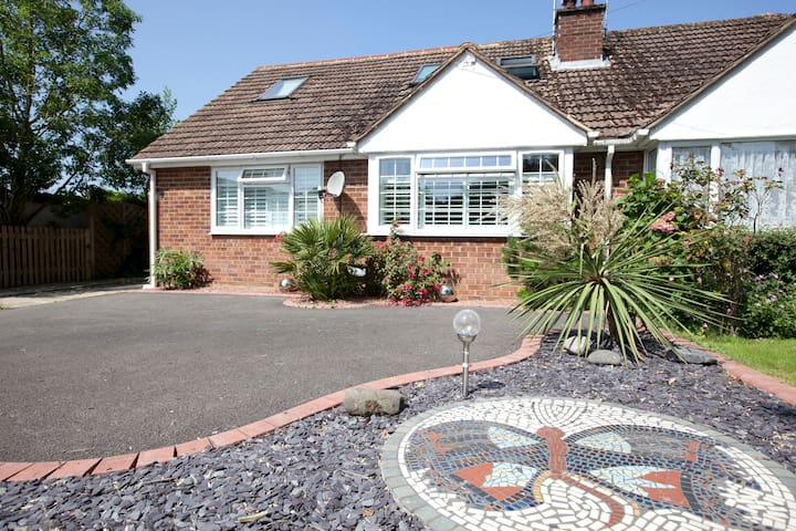 Small double bedroom with charm . - Burgess Hill - Hus