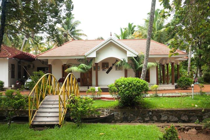 Kumarakom homestays Coconut creek - Kumarakom - Oda + Kahvaltı