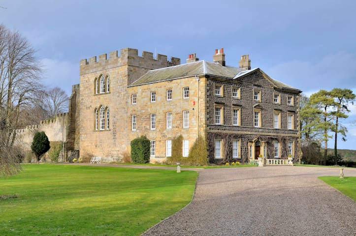 Stay in the Historic Craster Tower - Alnwick - Castle