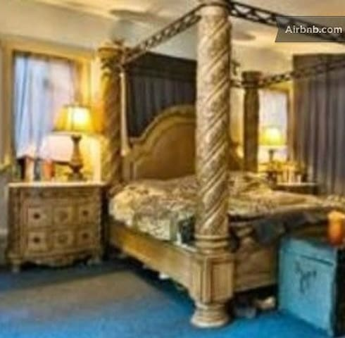 Game of Thrones King Size Lair. - Centerport