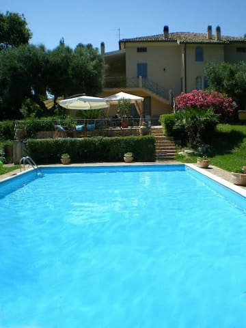 Vacations villa with pool groups 10/15 persons - Recanati - 別荘