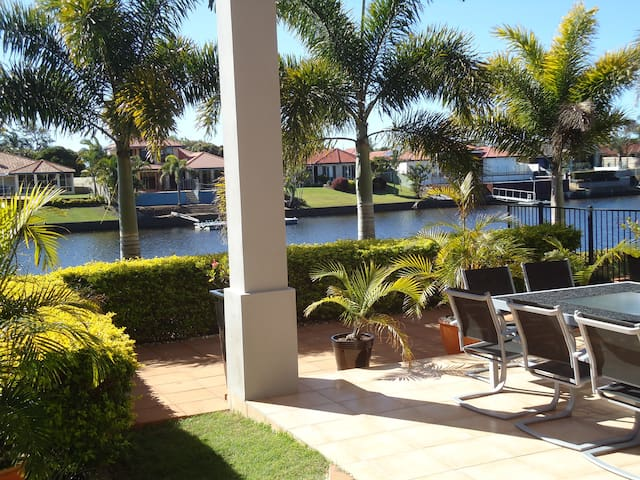 Sunshine Coast waterfront home stay - Parrearra - Apartmen