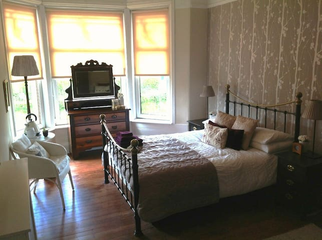 Large, Bright Double / Family Room - Glasgow - Casa