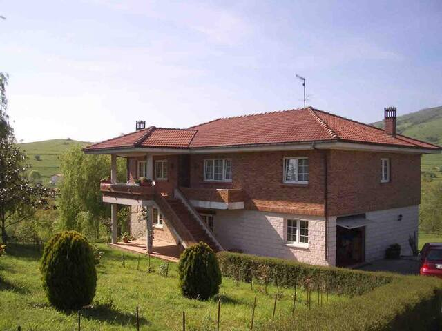 CASA CURRA-1   40 minutes away from the ferry - Villafufre - Appartement