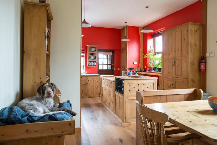 Large 3 Bed House - Self Catering - Penrith - Дом
