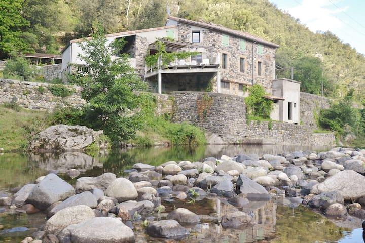 Gîte Les pieds dans l'eau - Pont-de-Labeaume - Hus