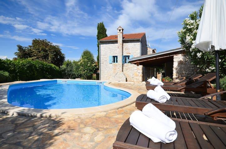 Cute stone villa with private pool - ロヴィン(Rovinj) - 別荘