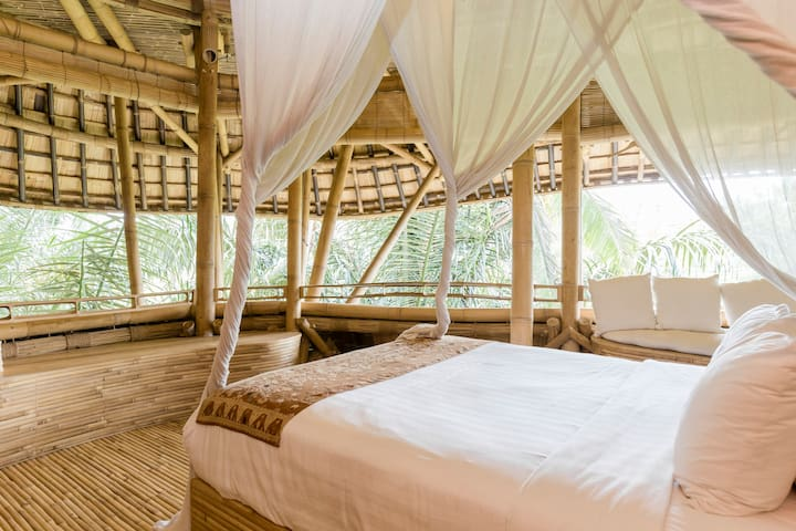 Stunning All Bamboo House by River - Abiansemal - 一軒家