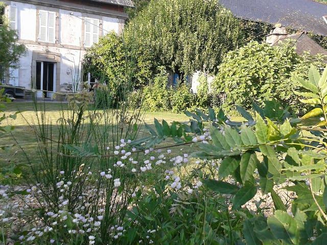 Argentat, vallée dordogne - Monceaux-sur-Dordogne - Semesterboende