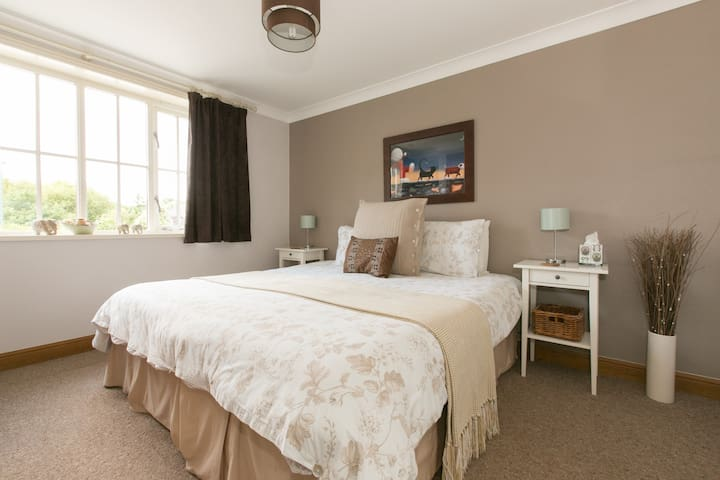 Stylish Guest House. Ideal NEC/BHX - Balsall Common - Bed & Breakfast