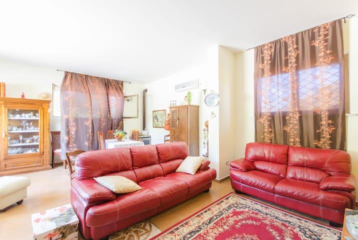 Grazioso appartamento arredato - Città Sant'angelo - Huis