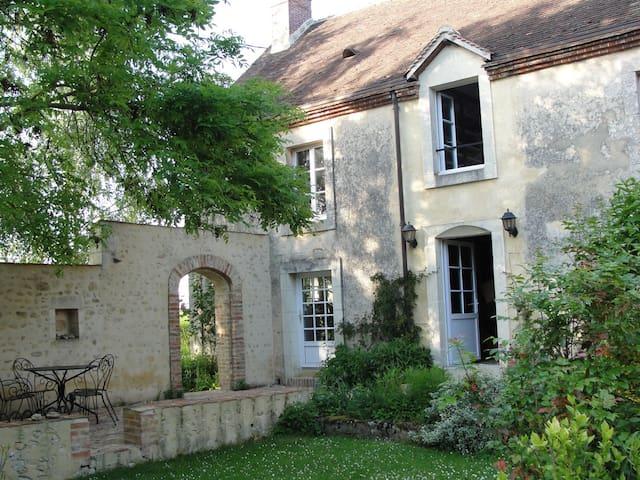 Chambre d'hôtes 2 en un beau jardin - Saint-Fulgent-des-Ormes - Bed & Breakfast