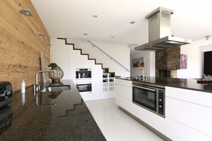 Brand New 4 BR Design Apartment. - Flims - Apartamento