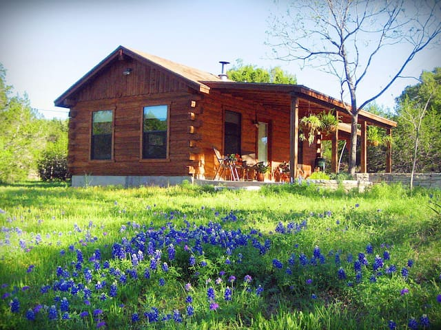 Romantic Log Cabin on Smith Creek - Wimberley