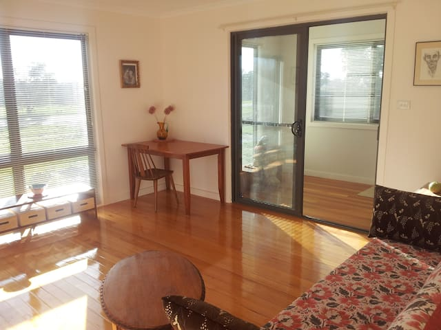 Private light-filled guest wing  - Malmsbury - Bed & Breakfast