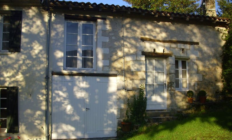 """The Cottage"" Coutures verteillac - Coutures - Bed & Breakfast"