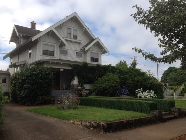 Comfy Twins in Historic Bungalow - Canby - Hus