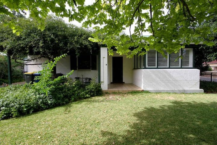Character-Filled Stylish 2BR Home - Myrtle Bank - Casa