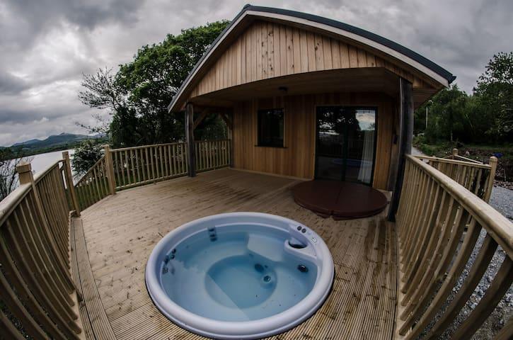 Tig Admaid: Woodland cabin with hot-tub jacuzzi - 肯梅爾(Kenmare)