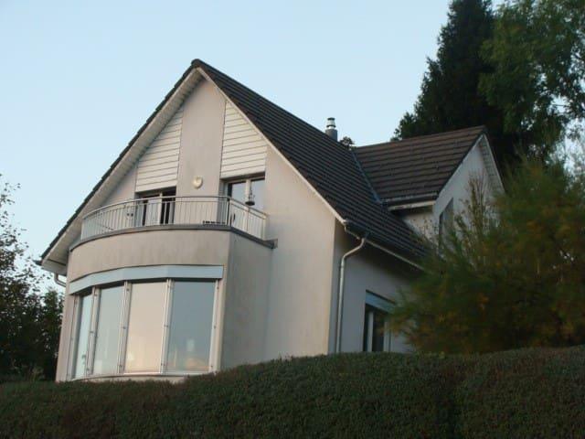Alleinstehendes Einfamilienhaus - Benken - Hus