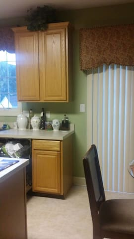 Nice family willing to share their  - Lumberton - Bed & Breakfast