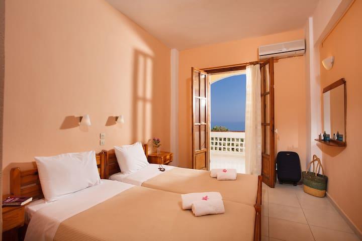 Babis Hotel - Skaleta - Bed & Breakfast