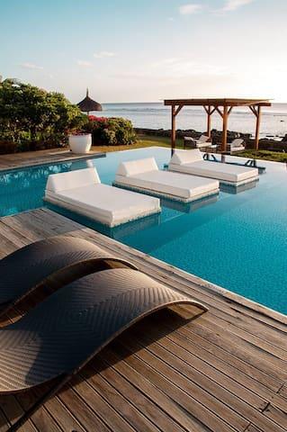 Leora Beach Suite by Dream Escapes - Tamarin - Leilighet