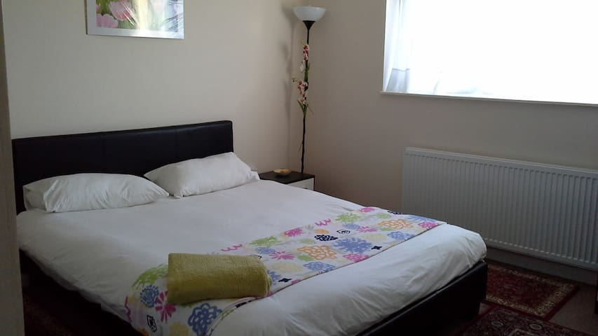 DOUBLE ROOM IN SWEET HOME!!! - Borehamwood